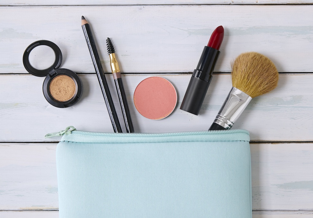 Healthy Skin Ingredients to Incorporate into the Makeup Bag